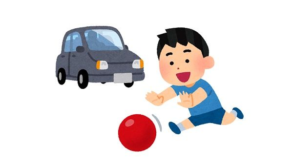 車の前に飛び出して轢かれそうになった子供が母親から平手打ちをもらう