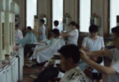 北朝鮮の床屋さん この15種類の髪型しか頼めない → 画像