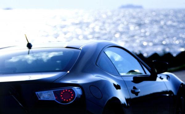 300万くらいの車買ってる人って年収いくらくらいなの?