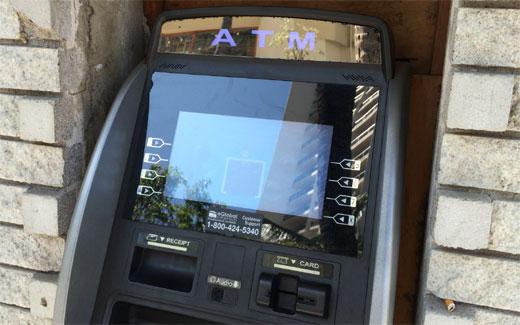 ATM手数料、金を預けてやっているのに引き出すだけで金とられる → ありえないだろ普通