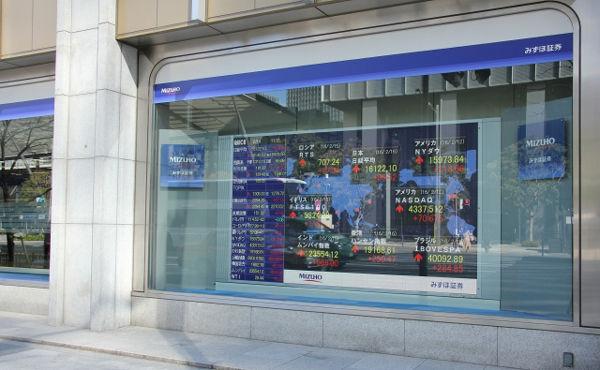銀行株は売られ過ぎでリバウンド ゆうちょ銀行の株価上昇率が大きい