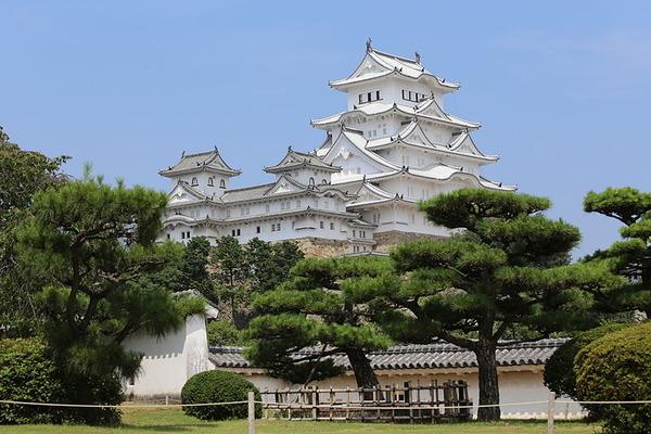 Himeji_Castle_Keep_Tower_after_restoration_2014