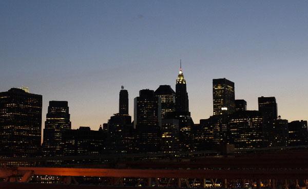 アメリカって首都と経済都市と娯楽都市が離れてるけど・・