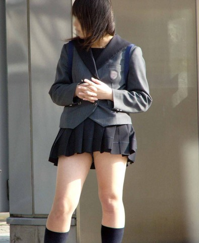 【地上最強】世界制服宣言!!見せるつもりはないが、パンチラしそうなミニスカを履く街撮りJK画像30枚