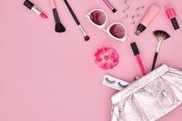 メイク用品ピンク