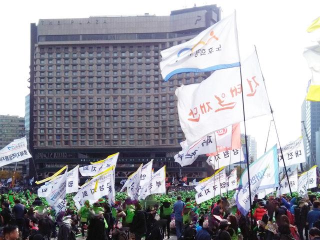 韓国デモ行進