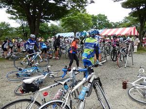 すごい数の自転車と人