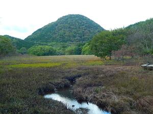 秋の大沼の新湯富士