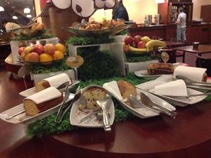 パリのホテルの朝食