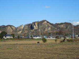 異様な光景の岩舟山