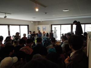 屋内での開山祭