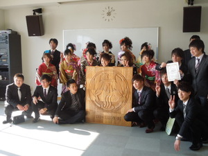 川瀬巴水デザインの校章