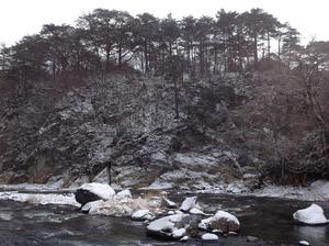冬景色の渓谷