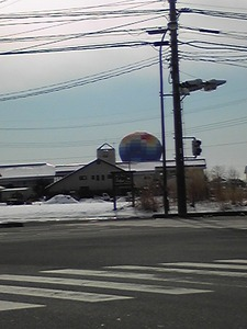 突如現れた気球