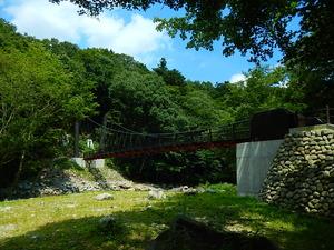 巨岩つり橋