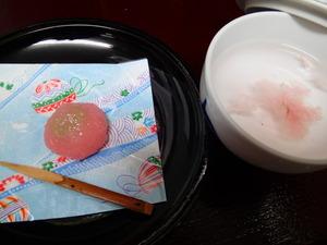 4月のお菓子と桜茶