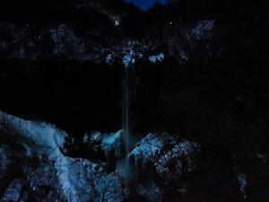 月あかりの華厳の滝