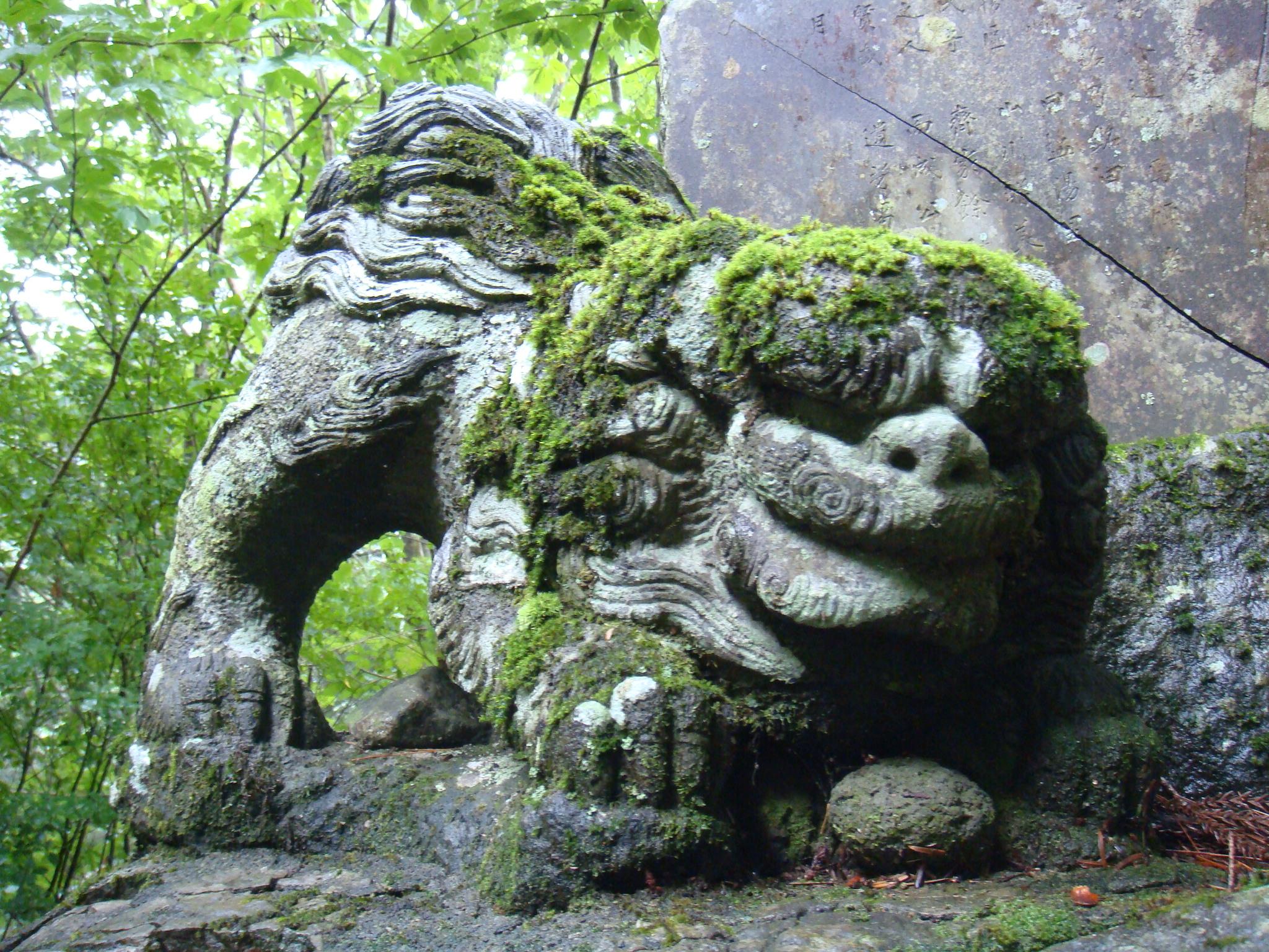 おかね石の狛犬