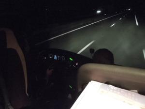 夜の高速をひた走る・・・