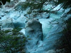 大雨の後の七つ岩