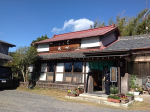 地元の民家を利用した蕎麦屋