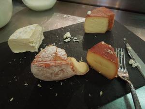 地元のチーズが色々