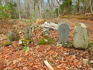 古い石碑や道祖神