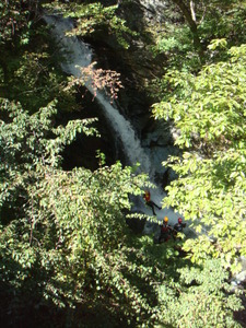 20メートルの滝を落下
