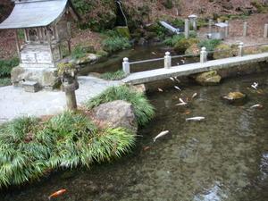 塩原八幡宮の池