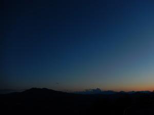 山の上から見る夕暮れ風景