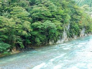 台風一過の箒川