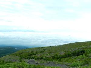 茶臼岳の山肌と雲海