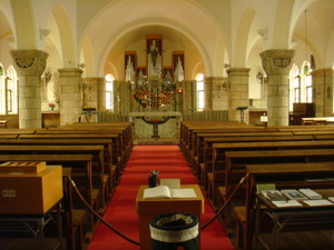 松が峰教会内部