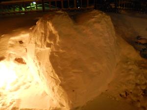 ハートの雪のモニュメント
