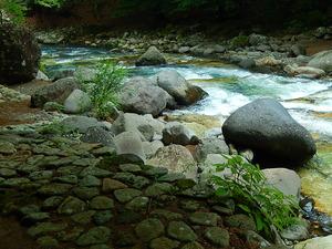 川沿いを歩いて