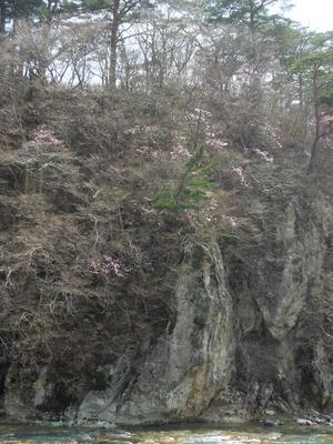 岩と水との対比