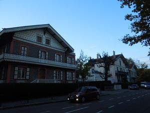 瀟洒な住宅が並ぶ界隈