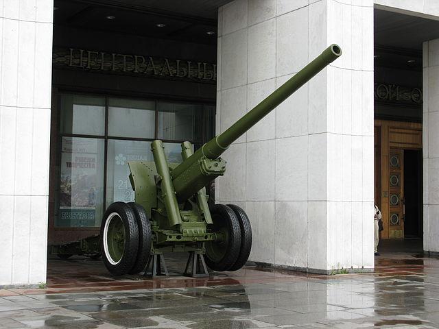 640px-6717_-_Moscow_-_Poklonnaya_Hill_-_Artillery