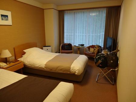 四季のホテル洋室
