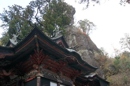 本殿と御姿岩