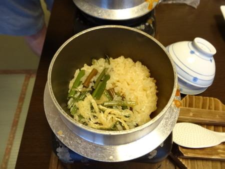 炊き上がった山菜ごはん♪