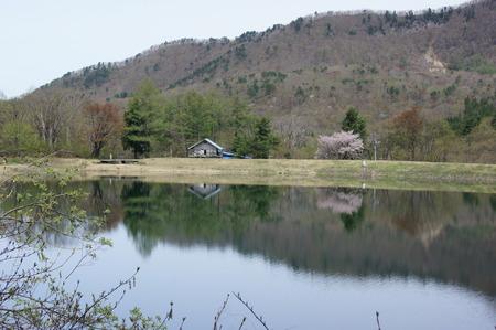 鴫の谷地沼対岸の小屋