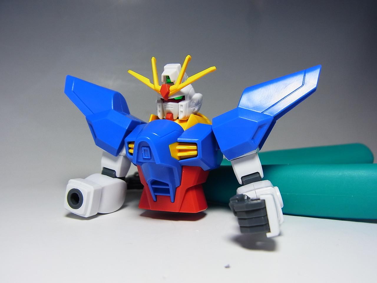 HG1/144「ドレッドノートガンダム(Xアストレイ)」の腕部を組み立てました。これぞまさに最小単位ですね。とてもシンプルです。肩の青いパーツには白が足りていません。