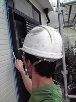 5-24サッシ廻りシール工事のエポキシ系プライマー下塗り塗布