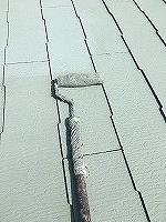 8-31屋根断熱ガイナ上塗り2回目塗装 (2)