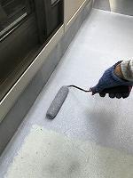 9-4ベランダ床カナエFRPトップ上塗り1回目塗装(2)