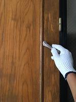 8-22玄関扉ユートン1回目塗装