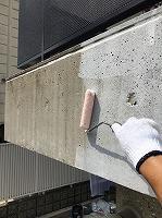 8-21外壁南面ダイナミックフィラー中塗り1回目塗装(1)