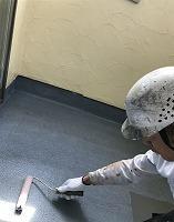 5-3南面ベランダ床(SKミラクシーラーECO)下塗り塗装