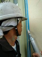 5-6サッシ廻りシール工事のシール充填作業